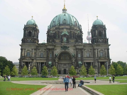 011 IleDesMusees BerlinerDom