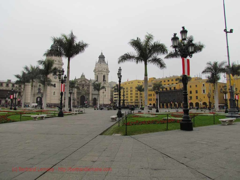 20130728_lima_10_plaza-mayor_cathedrale.jpg