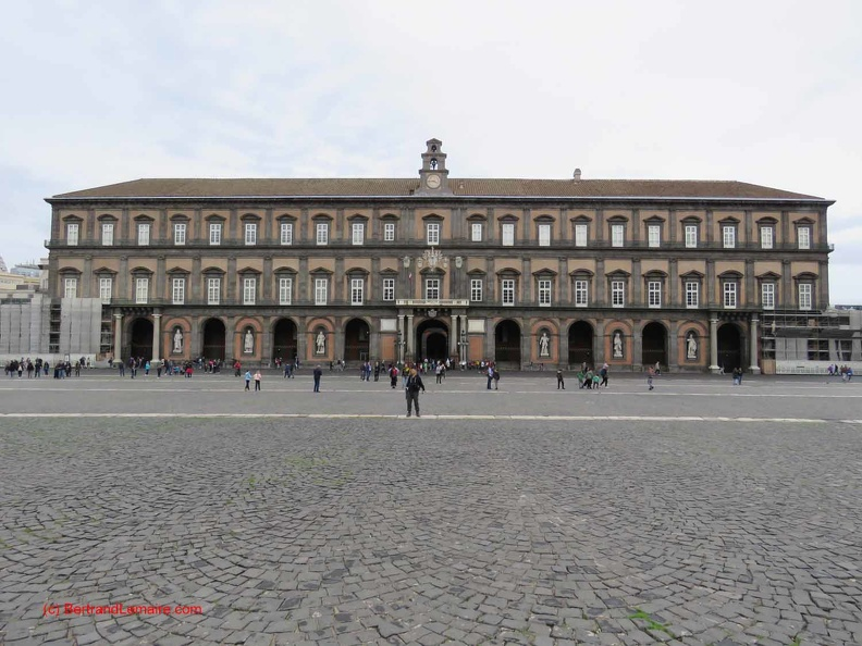 20181101-09-Naples_chateau-royal.JPG